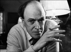Secret to eternal youth, Roald Dahl, writer, adventurer, anti-aging hero... despite the smoking