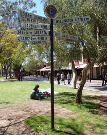 Alice springs travel tips sign