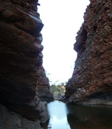 alice springs travel tips simpsons gap