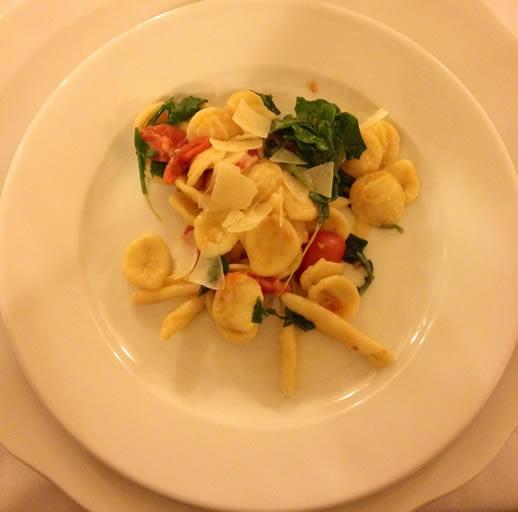 eating in puglia pasta