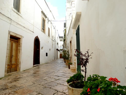 locorotondo alley