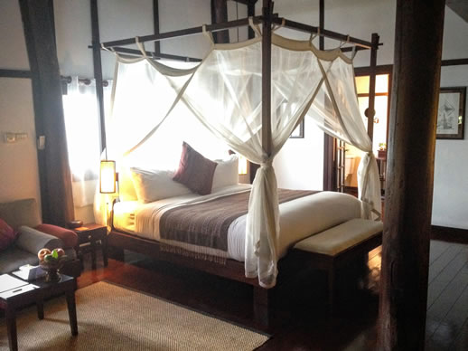 3-nagas-bedroom-luang-prabang