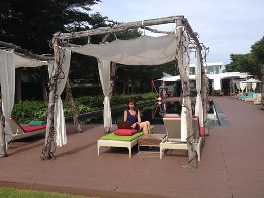 asus-zenbook-flip-pool-lounger