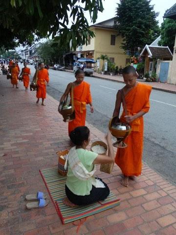 luang-prabang-alms-ceremony2