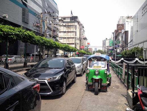 sofitel-sukhumvit-bangkok-street